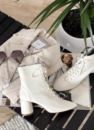 Стильные ботильоны ботинки кожа трендовый цвет экрю