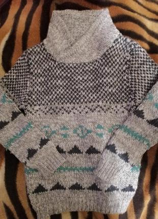 Фирменный тёплый свитер