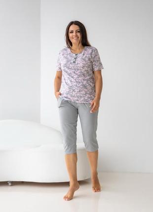 Хлопковый комплект для дома и сна пижама футболка и капри с цветами бриджи батал3 фото