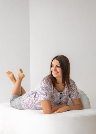 Хлопковый комплект для дома и сна пижама футболка и капри с цветами бриджи батал4 фото