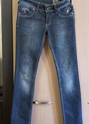 Джинсы множеством стильных деталей madoc jeans