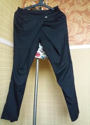 Базовые брюки штаны обьемные в облипку узкие