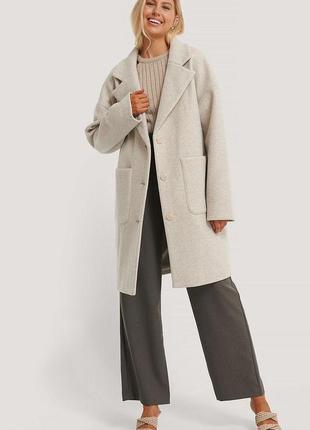 Шикарное светло-серое пальто оверсайз na-kd размер s
