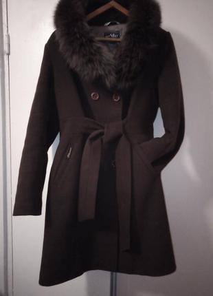 Красивое пальто с натуральным мехом 50р