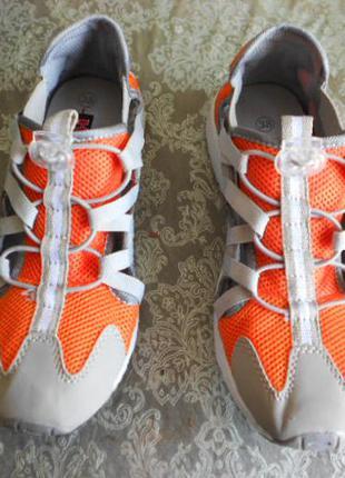 Летние, дышащие кроссовки , бренд his. 38 размер. на полную ногу.
