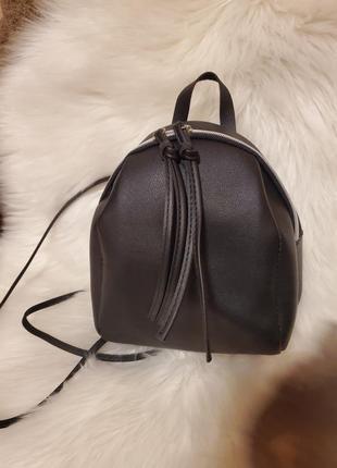 Черный маленький рюкзачек
