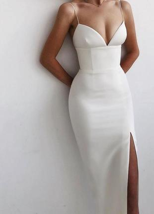 Сукня жіноча вечірня .