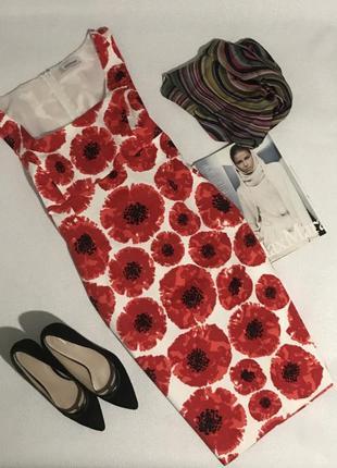 Силуэтное платье в крупные цветы
