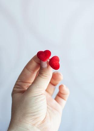 Сережки-гвоздики в форме сердечка