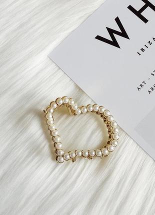 Красива заколка краб у формі серця з перлинами
