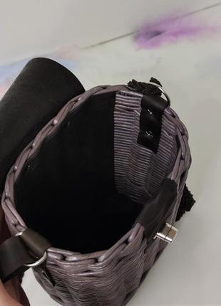 Плетеная маленькая сумка-мессенджер с длинной ручкой