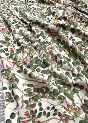 Платье в цветочный принт5 фото
