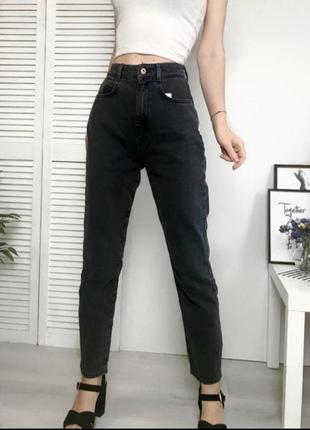 Чёрные джинсы мом6 фото