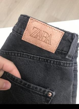 Чёрные джинсы мом5 фото