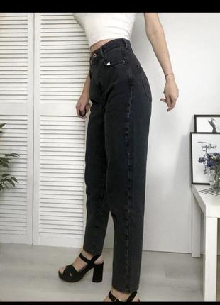 Чёрные джинсы мом2 фото