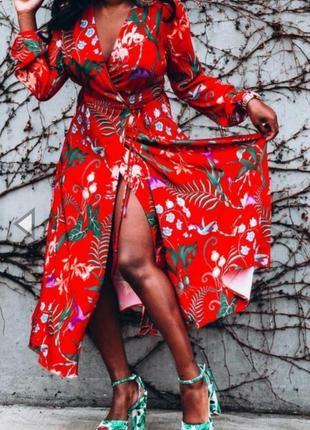 Стильное красное платье h&m на запах, в цветочный принт.