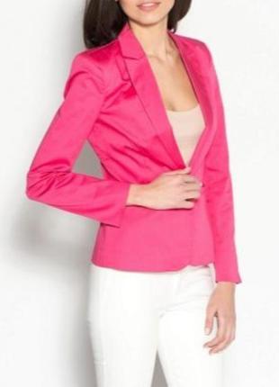 Розовый стильный пиджак