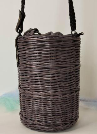Сумка бочонок темно фиалетовая плетеная с длинной ручкой