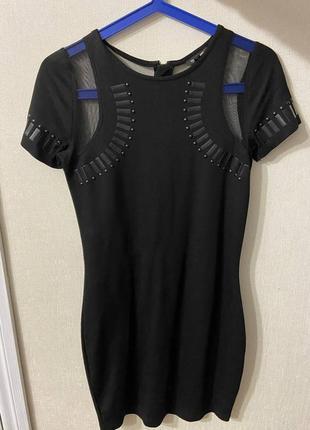 Узкое маленькое вечернее черное платье
