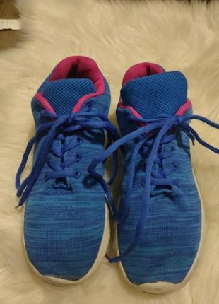 Кроссовки для бега и активного отдыха