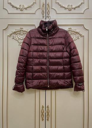 Бордовая болоньевая куртка