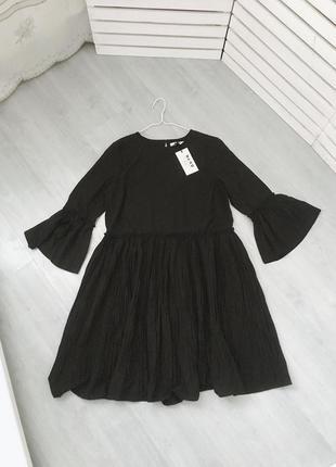 Черное платье трапеция na-kd
