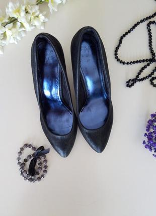 Туфли на каблуке черные лодочки