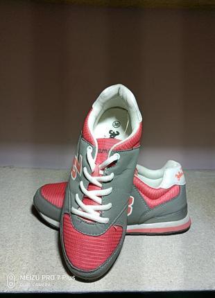 Легкие, комфортные кроссовки из германии john baner 35-36