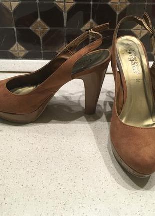 Удобные туфли на каблуке new look