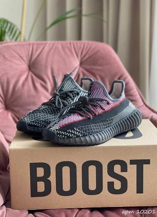 Женские кроссовки adidas yeezy boost 350 v2 holiday (чёрные с розово/фиолетовым)#адидас