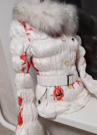 Брендовая курточка на пуху. мех натуральный песец.