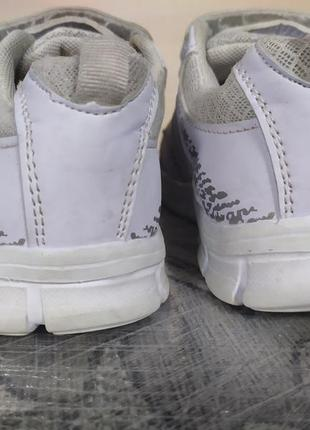 Детские кроссовки3 фото