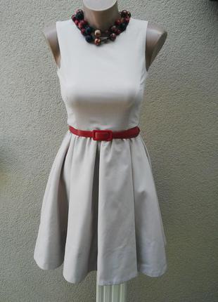 Очень красивое платье с внутренними карманами по бокам,(полиэстер+ вискоза) zara
