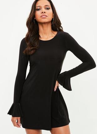 Черное платье с расклешенными рукавами missguided