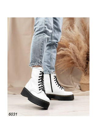 Белые ботинки боты ботиночки на чёрной подошве натуральная кожа высокие на высокой подошве