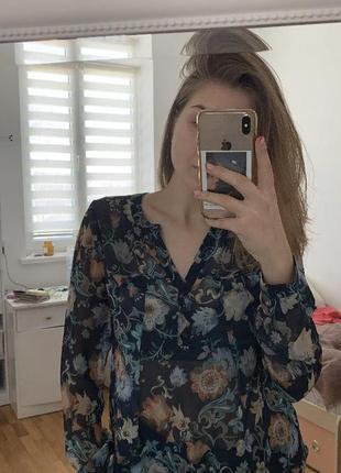 Блуза з квітковим принтом