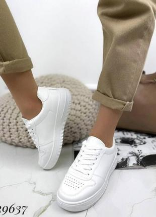 Кроссовки  белые