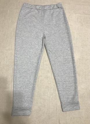 Серые брюки на высокой посадке