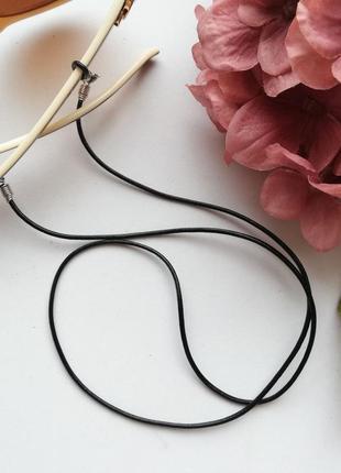 Черный кожаный шнур для очков с карабинами