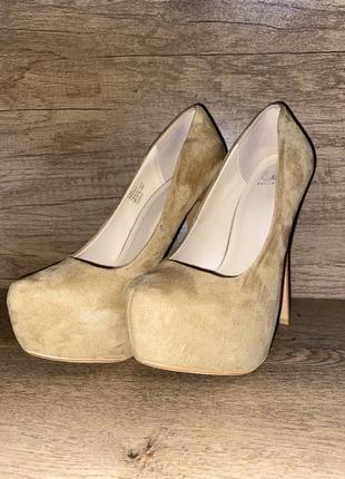 Бежевые замшевые туфли на платформе. туфли для стрипденса, стрипденса.