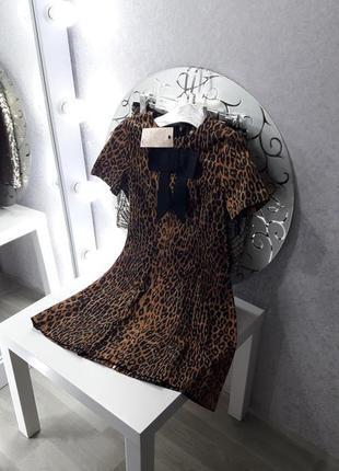 Леопардовое короткое платье с бантом