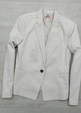 Светлый пиджак