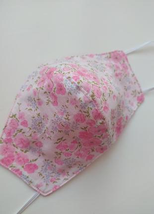 Розовая маска для лица сакуры