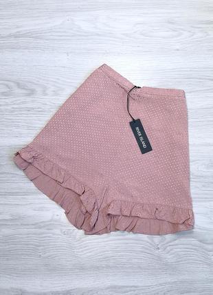 Пудровые шорты в горошек с рюшей