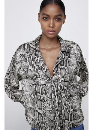 Блуза zara атласная с анималистичным принтом