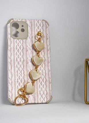 Рельефный чехол с имитацией вязки,с браслетом из  сердечек