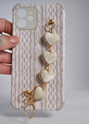 Рельефный чехол с имитацией вязки,с браслетом из  сердечек2 фото