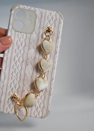 Рельефный чехол с имитацией вязки,с браслетом из  сердечек3 фото
