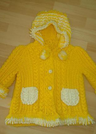 Теплый свитер с капюшоном и карманами на рост 92-98-104