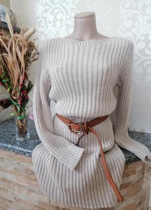 Уютное нюдовое свитер - платье